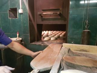 Укладка хлеба в печь